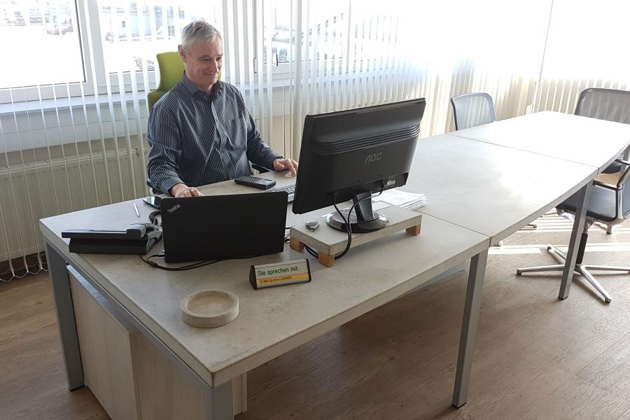Josef Lehner GmbH Bürotisch aus Beton