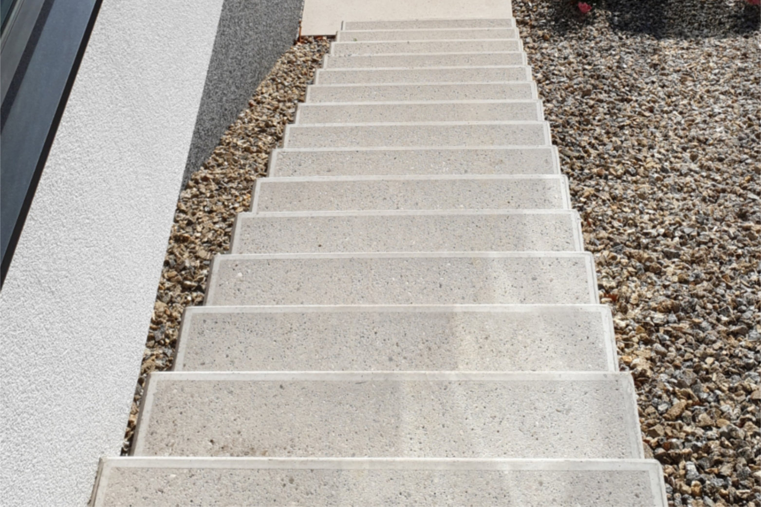 Josef Lehner GmbH Stiege aus weißem Beton mit sandgetrahlter Oberfläche1