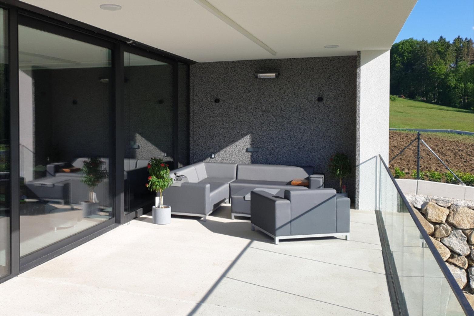 Josef Lehner GmbH Waschbetonwand mit Terrasse aus Weissbeton1