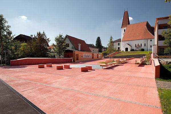 Josef Lehner GmbH rote Betonplatten in Besenstrichoptik